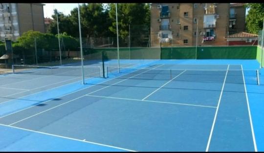 Pista de Tenis en la piscina de Balsas de Ebro Viejo