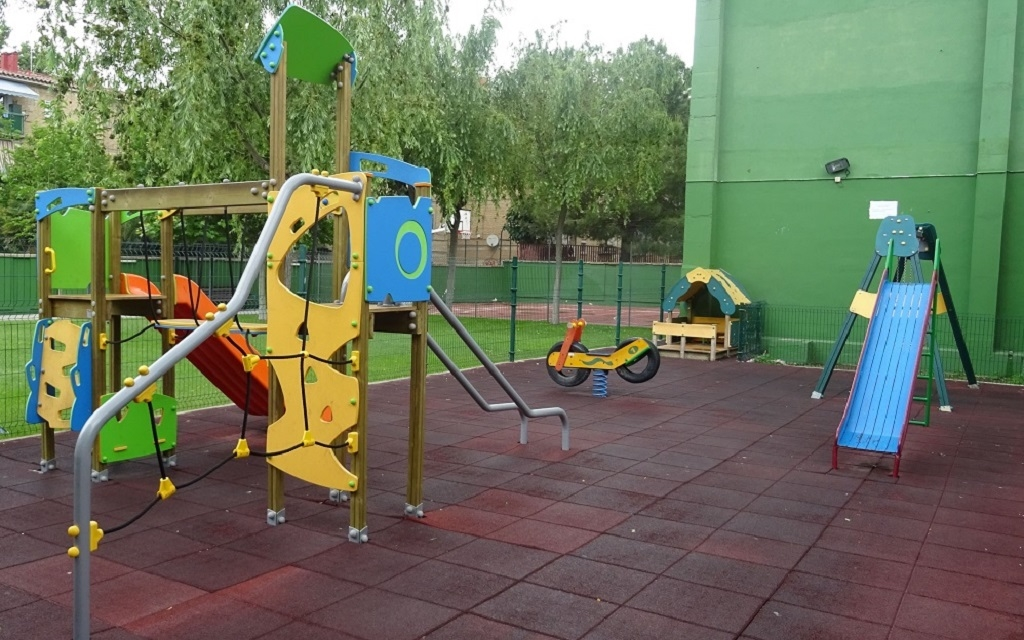 Parque infantil en Piscina Balsas